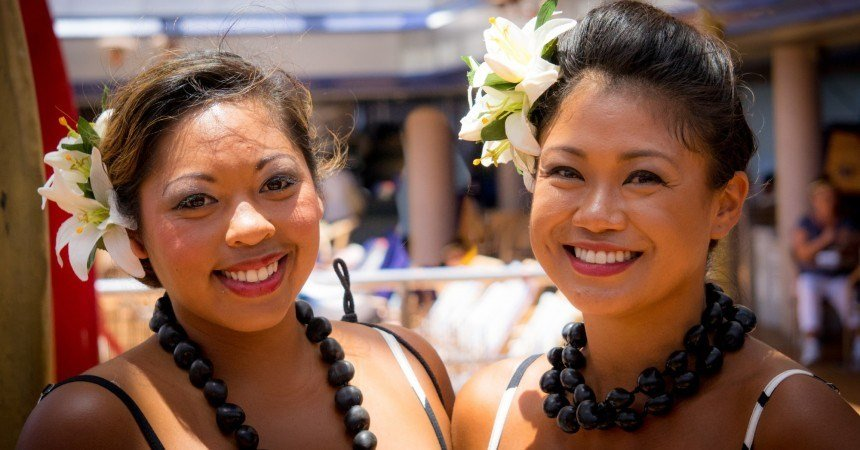 The Many Ways You Can Wear the Different Flowers of Hawaii