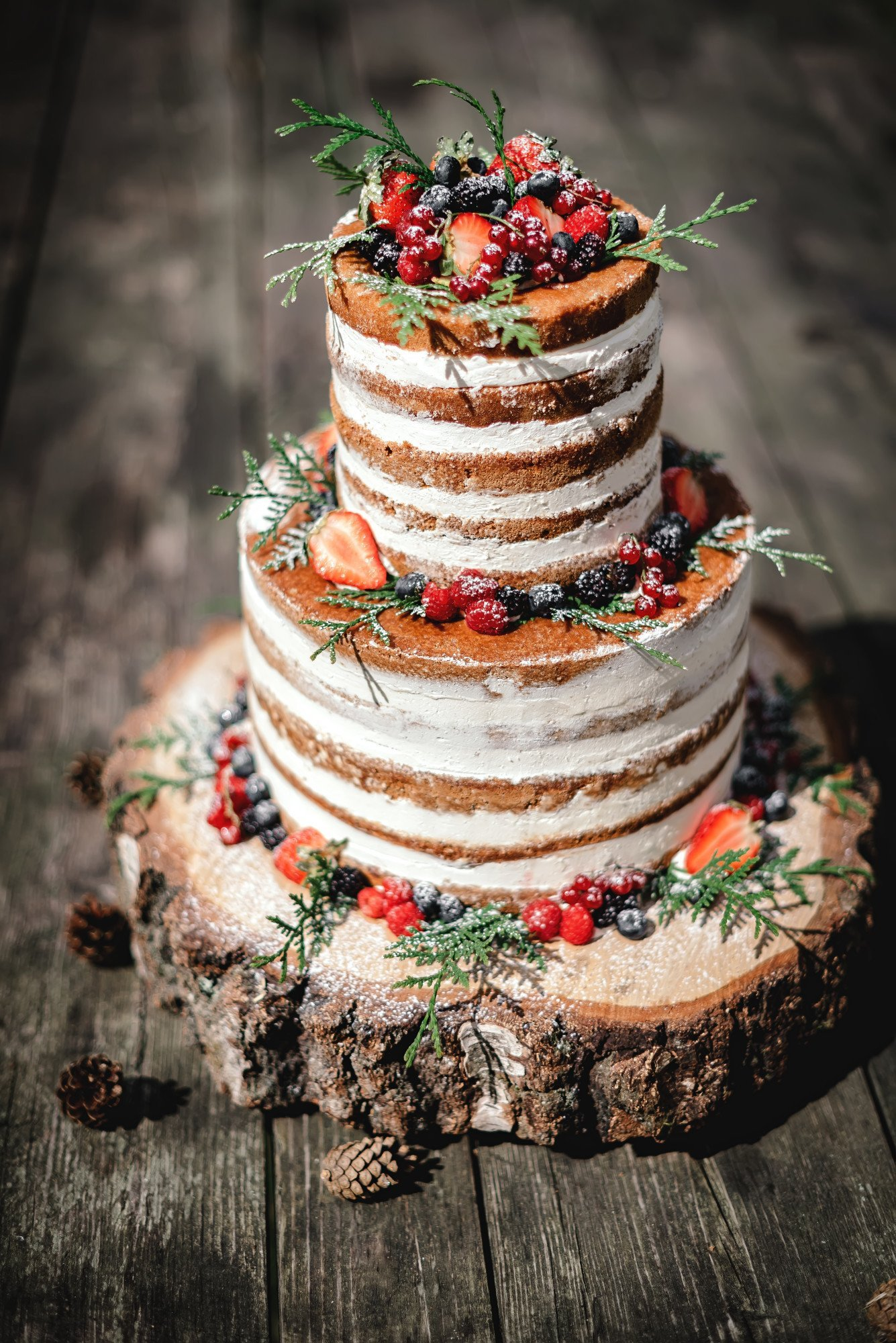 Something Sweet: 9 Designs for Rustic Wedding Cakes Too
